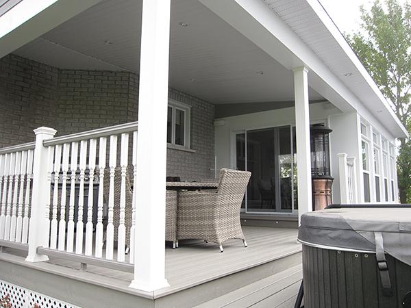Solarium et terrasse couverte