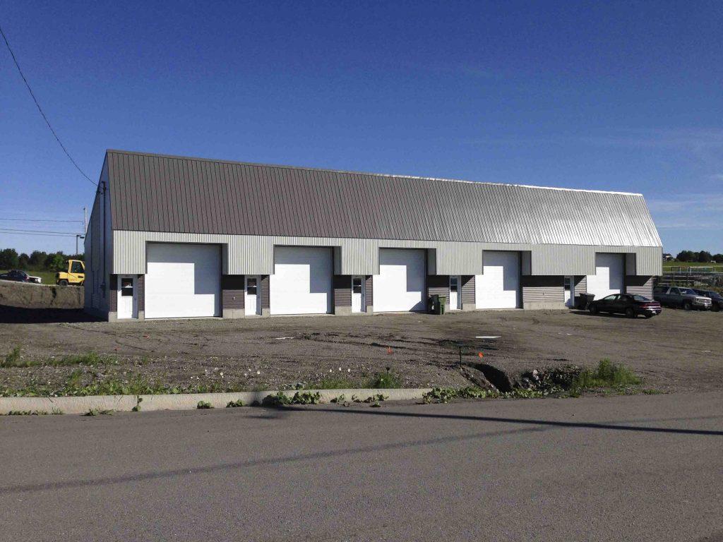 Commercial Plomberie THEB vue de coté garage
